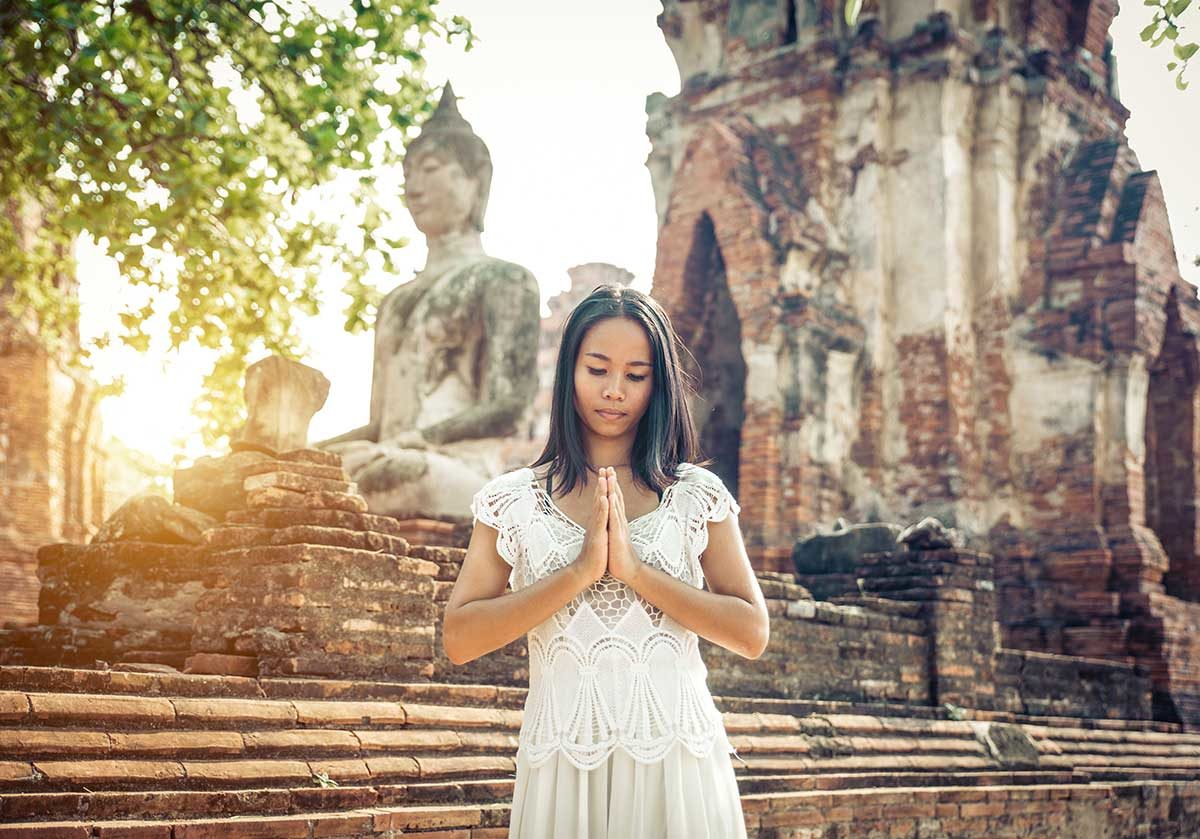 Pretend Your Left Hand Doesn't Exist, and Other Etiquette Tips to Follow in Thailand