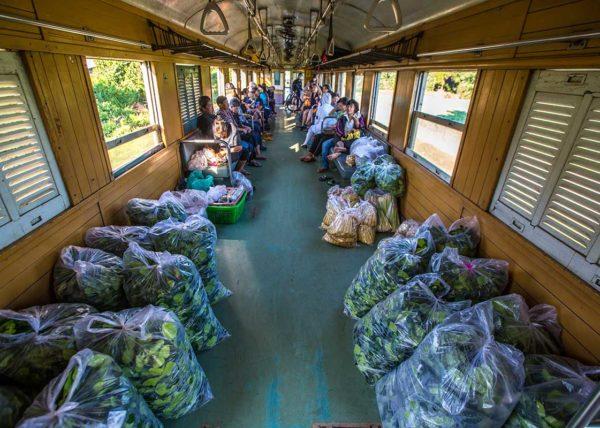 thai train kanchanaburi bangkok