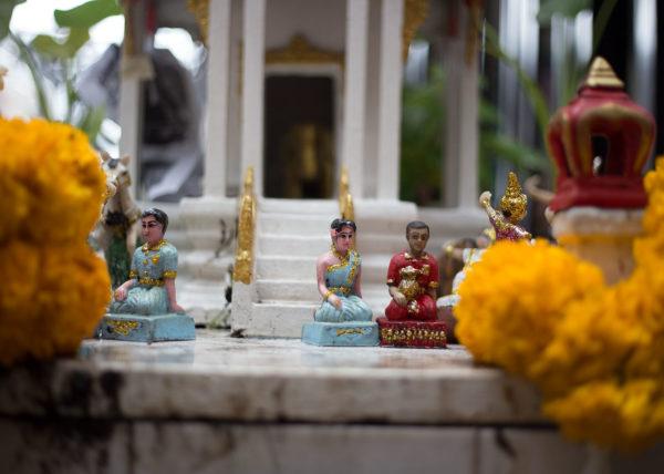 thailand buddhist statues souvenirs