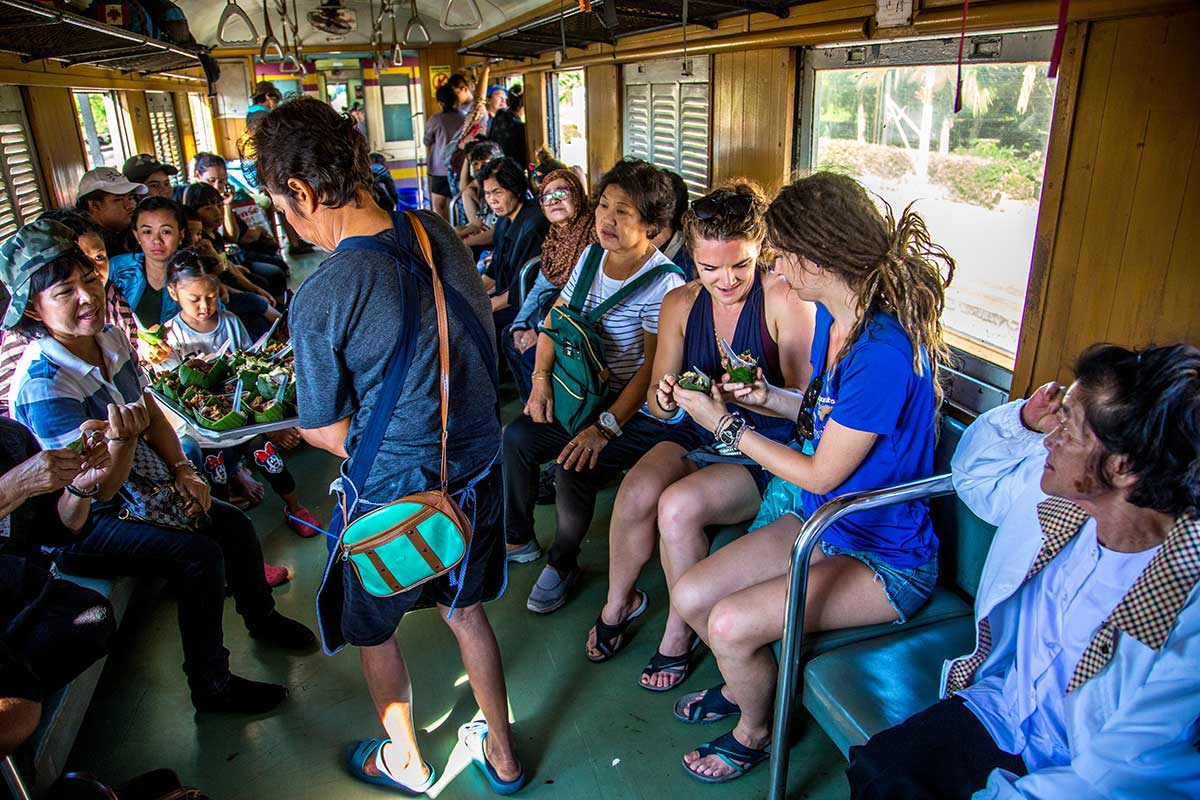 kanchanaburi-bangkok-train-vendor